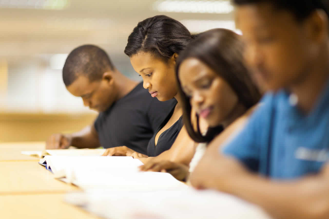 group-of-african-students-in-library-675_50_perc